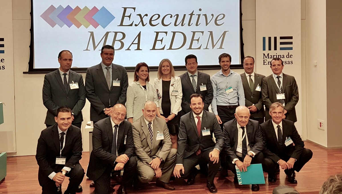 Nuestro director general, Domingo Carles, recibe el título del Executive MBA EDEM